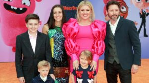 Kelly Clarkson divorced